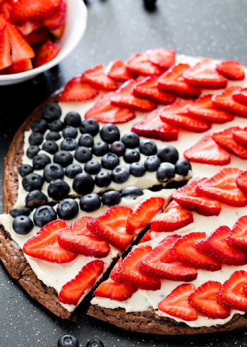 red-white-and-blue-brownie-pizza-1_350px