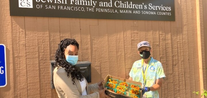 Teacher Debbie donates tomatoes from the Preschool Giving Garden to JFCS.